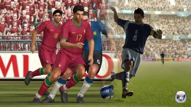 Runde Fünf: Pro Evolution Soccer vs. FIFA<br><br>Wer den Zombie-Klinsi in FIFA 06: Road To FIFA World Cup zu Gesicht bekam, für den war spätestens zu diesem Zeitpunkt der Kampf klar entschieden - Pro Evolution Soccer For Life! Ganz so einfach ist es nun allerdings nicht mehr, denn EA hat spürbar aus den Fehlern der Vergangenheit gelernt; jede neue Iteration der FIFA-Reihe, von denen es bislang mehr als 20 gibt, wird besser und besser. Und besser verkauft als die Konkurrenz von Seabass haben sich die Titel ohnehin schon immer. Aber werden sie sich jemals besser spielen?  1778273