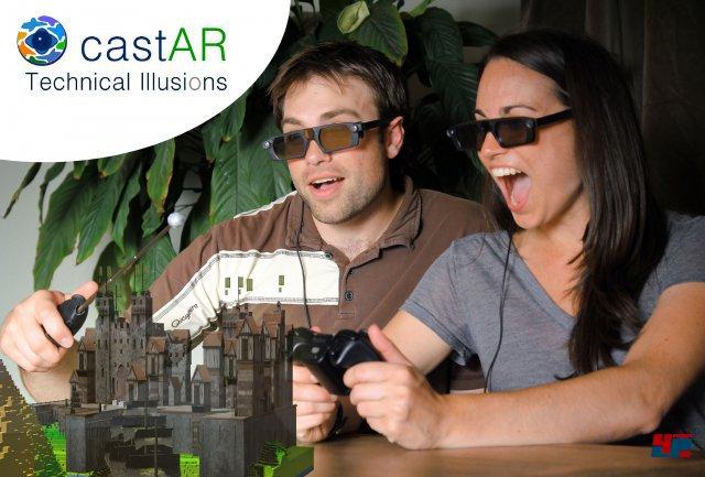 <b>castAR</b><br><br>Auch Augmented-Reality-Brillen wie das Kickstarter-Projekt castAR profitieren vom Oculus-Hype: Beim Blick durch die transparente Brille wird die reale Welt mit Computergrafik ergänzt - also ähnlich wie bei Google Glass oder den AR-Spielen für Vita und 3DS. Hier kommt allerdings eine ganz eigenwillige Technik zum Einsatz: Zwei an der Brille befestigte Mikro-Beamer projizieren das Bild auf eine reflektierende Fläche. Dank Shutter-Technologie bekommt jedes Auge nur das dafür gedachte Signal zu sehen. Bei einem Brettspiel erscheinen dann z.B. räumliche Schlösser und Figuren vor den Augen der Spieler. 92475275