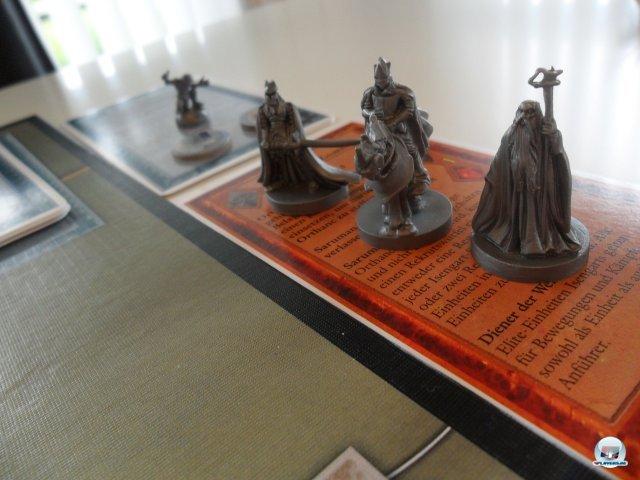 Auch Sauron kann auf drei Schergen mit Spezialfähigkeiten zurückgreifen. im Hintergrund wartet der einsame Gollum...