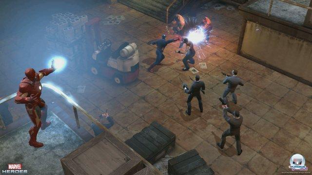 Iron Man unterstützt Captain America aus sicherer Entfernung.