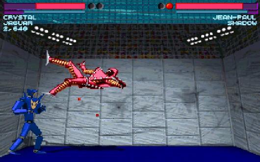 Beat-em-Ups gehören zu den ältesten und ehrwürdigsten Genres - die meisten dürften Street Fighter 2, Tekken oder Mortal Kombat kennen. Auf DOS-PCs war der Bereich lange Zeit unterrepräsentiert: Zum einen, weil es kaum geeignete Eingabemöglichkeiten gab, zum anderen, weil der PC-User an sich scheinbar recht wenig kloppfreudig war. Und dann gab's 1994 gleich mehrfach aufs Maul, am besten mit OMF 2097: Verschiedene, aufrüstbare Roboter-Fighter, einen kompletten Karrieremodus mit etwas Story, Rendergrafik, eine einfache Kombosteuerung, gemeingefährliche Levels sowie schmissige Musik sorgten für ungläubiges Staunen unter Arcade-Jüngern. Schade nur, dass der 2004er 3D-Nachfolger so spektakulär in die Hose ging. 1711272