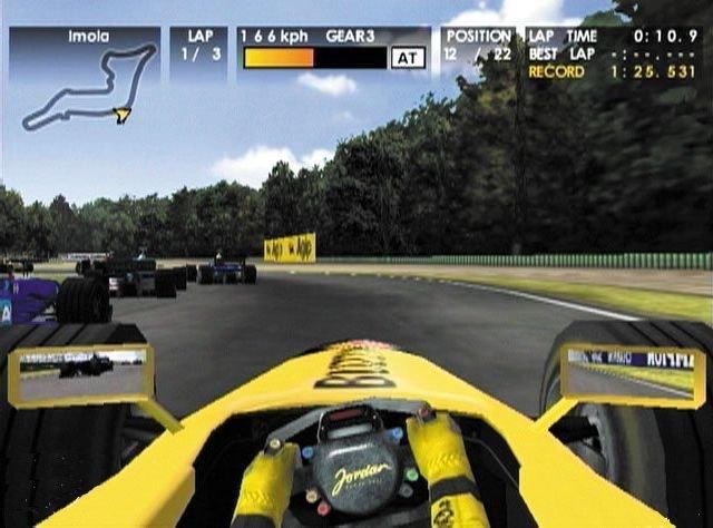 F1 World Grand Prix I & II <br><br> Auf Segas Dreamcast waren es dagegen die beiden F1 World Grand Prix-Titel von Video System, die für Aufmerksamkeit sorgten: Ausgestattet mit einer ansehnlichen Präsentation (inkl. Cockpitansicht & Schadensmodell) und dem offiziellen Lizenz-Paket sorgte der Anblick für ein Kribbeln bei F1-Fans. Leider spielten sich beide Titel nicht so gut wie sie aussahen - vor allem der erste Teil war mit der viel zu nervösen Steuerung eine kleine Zumutung, während die Fortsetzung deutlich solider wirkte und auch das N64 mit einer brauchbaren F1-Simulation beglückte. 2270277