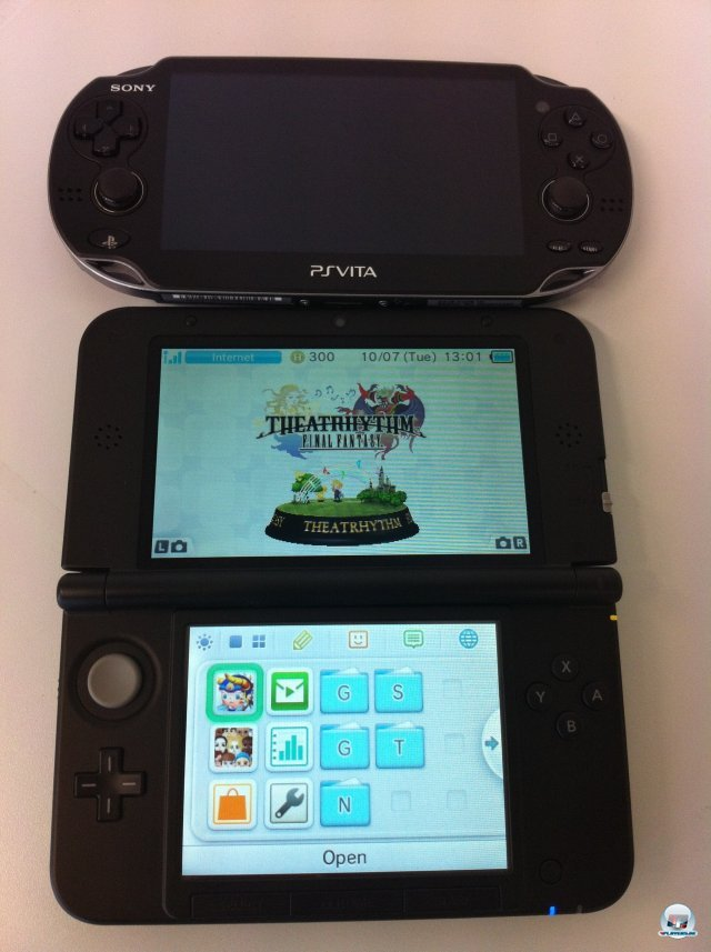 Den Grenvergleich mit der Vita muss der 3DS XL nicht scheuen, die Bildschirme sind fast gleich gro.