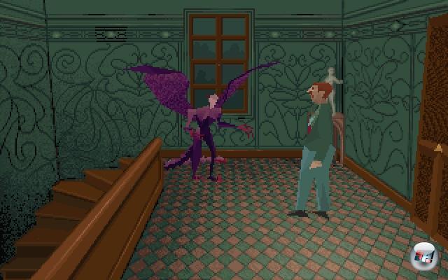 Viele Spieler, besonders jene, die jenseits der 80er Jahre geboren wurden, mögen Resident Evil für den Urvater aller 3D-Grusel-Mistvieh-durch-Scheibe-Spiele halten - aber während Resi erst 1996 auf der PlayStation schockte, begann der eigentliche 3D-Spaß bereits vier Jahre zuvor mit Alone in the Dark. Das Spiel von Frédérick Raynal und Hubert Chardot, das auf den Erzählungen von H. P. Lovecraft basierte, definierte auf dem PC die Elemente, die später die Konkurrenzreihe berühmt machen sollten: Ein unheimliches Haus voller Schrecken, vorberechnete Hintergrundgrafik und fixe Kamerapositionen, kontrastiert von in Echtzeit kontrollierbaren Polygonfiguren, zwei verschiedene Charaktere (hier Detektiv Edward Carnby (mit dem schlimmsten Polygon-Schneuzer aller Zeiten) und Emily Hartwood, die Nichte des verstorbenen Hausherrn), unerwartete Kameraperspektiven, durch Scheiben springende Mistviecher sowie schnelle, unerwartete Tode. Schade nur, dass die Reihe mit jedem Teil schlechter wurde, aber auch Resi hatte ja seine Achterbahn-Momente. 1922543