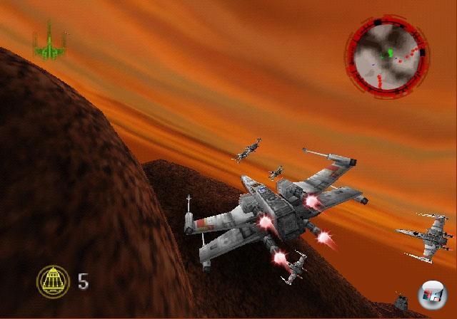 <b>Rogue Squadron-Reihe</b><br><br>Factor 5 sind so was wie heilige Kühe in der Spielebranche - okay, zumindest waren sie das bis Lair. Doch geht man ein paar Jahre zurück und denkt sich die Drachen weg sowie ein paar X-Wings hinzu, hatten die Jungs und Mädels eines der heißesten Star Wars-Spiele geschaffen: Rogue Squadron, das 1998 auf N64 und PCs (unter dem Namen »Rogue Squadron 3D«) fetzige Raumschlachten und Buchstaben-Fliegern, aufregend designte Missionen und viel freispielbares Material bot - nicht zu vergessen die cleveren NPCs, die ein cooles Schlachtgefühl ermöglichten. Drei bzw. fünf Jahre später gab's verbesserte Nachfolger für den GameCube - in erster Linie grafisch verbessert, das aber gleich mächtig! Nur beim dritten Teil schossen die Entwickler mit irritierenden per pedes-Abschnitten über die Stränge, und was danach mit Lair abgeliefert wurde... nun, bleiben wir beim Thema. 1855238