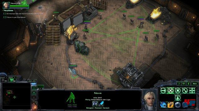 Den Sichtkegeln sollte Nova bei solch einer Übermacht besser ausweichen. Das erste Missionpaket bietet sowohl Helden-Missionen nur mit Nova als auch Einsätze mit Basisbau und weiteren Truppen.