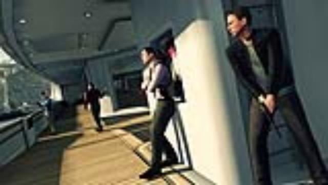 Blood Stone - 2010 - PC; Xbox 360, PS3<br><br>Wunder oder Wahnsinn? Tatsächlich sind dieser Tage gleich zwei Bondspiele erschienen, wobei keines von beiden mit einem Film zu tun hat. Verständlich - schließlich fehlte MGM zuletzt das Geld für einen weiteren Agentenfilm. Aber zurück zu Blood Stone, das von Bizarre (blur, The Club) entwickelt wurde und genau deshalb das vermeintlich Beste aus Ego-Shooter und Rennspiel vereinen soll. Ein wenig Sam Fisher-Automatikkampf sorgt für die vermeintliche Massentauglichkeit. Immerhin: Falls man keine exorbitanten Hit-Hoffnungen hegt, darf man in Blood Stone anständig ermitteln. 2173988