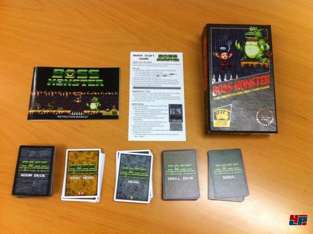 Boss Monster ist ein Kartenspiel von Brotherwise Games, das knapp 20 Euro kostet und 2015 auf Deutsch erscheint. Zwei bis vier Spieler versuchen das t�dlichste Dungeon zu bauen.