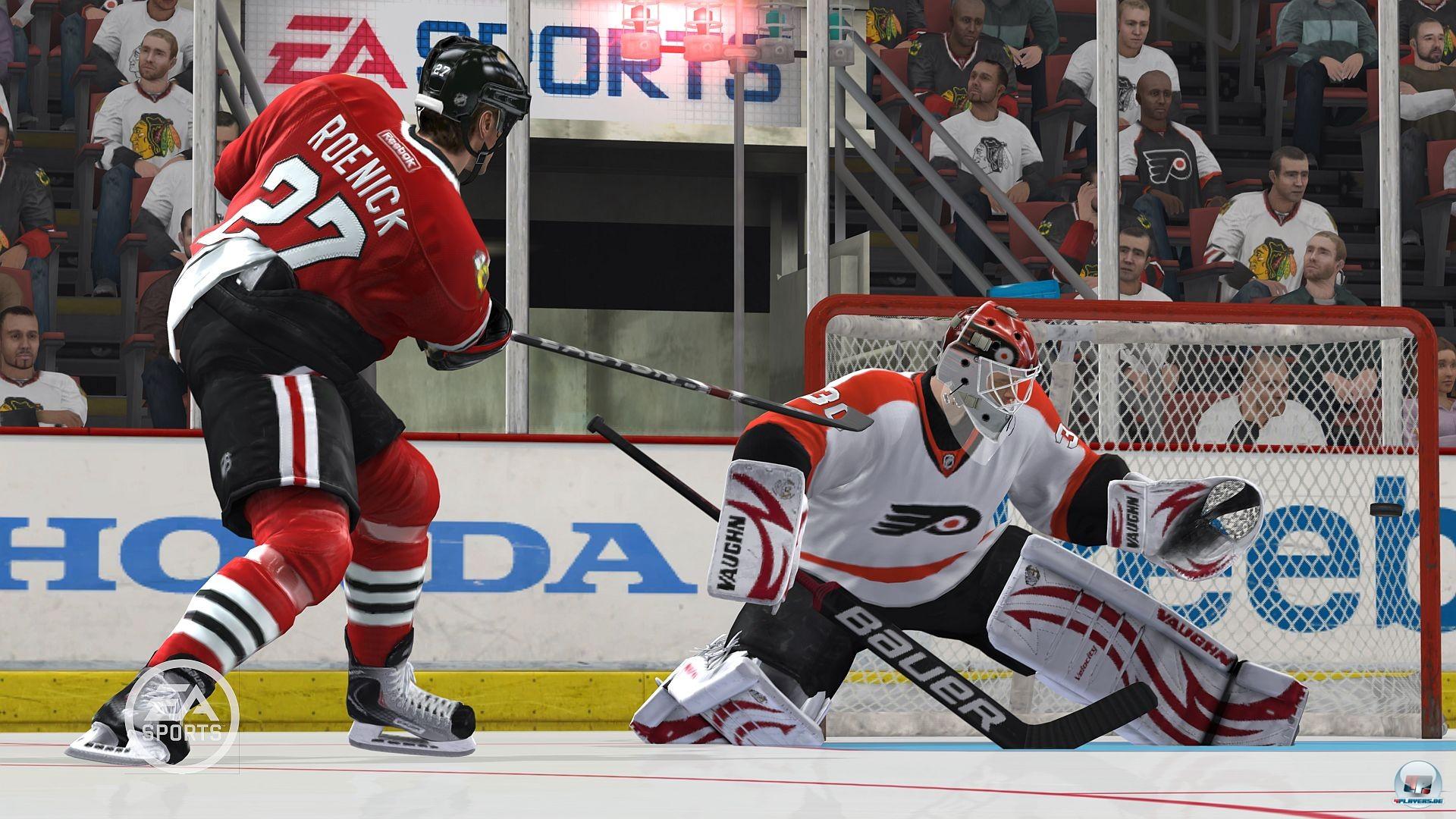 Vor dem Tor geht es etwas hektischer zu als in NHL 11 - mehr Abpraller, mehr Abdrängen, aber auch mehr Pfiffe wegen Fouls am Goalie.