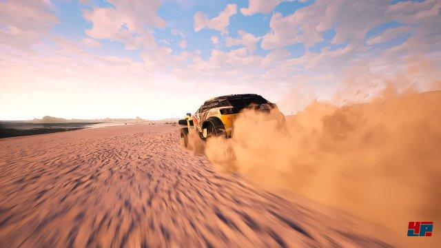 Ab durch die Wüste: Dakar 18 stellt die große Rallye originalgetreu nach und verlangt u.a. das Navigieren über knappe Anweisungen.