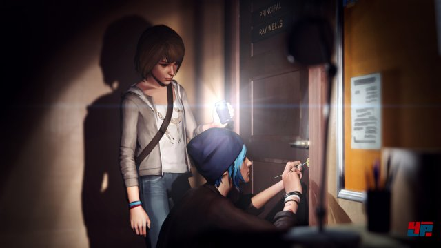 Max und Chloe versuchen, die Tür zu Schulleiter Wells