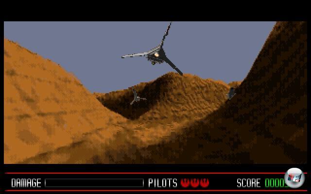 <b>Rebel Assault</b><br><br>Im Jahre 1993 später bestand die PC-Spielewelt hauptsächlich aus VGA-Grafik (320x200 Pixel bei 256 Farben), auf Frequenzmodulation basierendem AdLib-Sound sowie Rundenstrategie. Spiele wurden auf Disketten ausgeliefert, Festplattengrößen wurden noch in Megabyte gerechnet und die Wunderwelt der »CD-Roms« war von Fabeln und Mythen umwehtes Märchenland. Bis Lucas Arts mal eben aus dem Nichts Rebel Assault veröffentlichte, woraufhin plötzlich jeder eines dieser schnurrenden Geräte im PC haben wollte, das diese Art von Spiel ermöglichte! Im Nachhinein betrachtet war Rebel Assault schrecklich simpel: Vorgerenderte Animationen wurden abgespult, der Spieler konnte sich mit seinem Raumschiff-Sprite an bestimmten Stellen für Abzweigungen entscheiden. Aber die unglaubliche Grafik, der mitreißende Digi-Sound, die Abwechslung innerhalb der Szenarien und die makellose Einbindung von Filmszenen sorgten für durch Böden brechenden Kinnladen und hektisch gewunkene Geldscheine - eines der aufregendsten Star Wars-Erlebnisse der 90er! Der zwei Jahre später erschienene Nachfolger machte zwar im Grunde alles schöner und besser, aber der Wow-Effekt war mittlerweile verflogen. 1855218