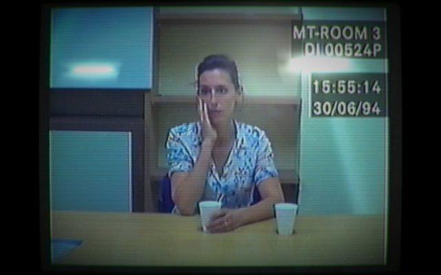 Über Suchbegriffe kann man sich zig Videoclips ansehen, in denen die Frau des Mordopfers aussagt.