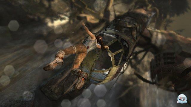 Die Inszenierung erinnert an Uncharted. Spielerisch ist Laras Abenteuer aber offener.