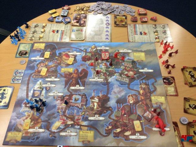 Man braucht viel Platz für Weltkarte, Einheiten und die vielen Marker, Karten sowie Tableaus.