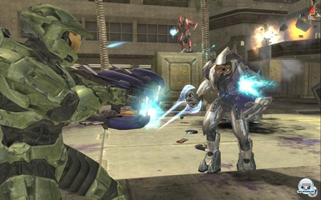 <b>Halo 2 (Xbox, 2004)</b> <br><br> Endlich online zocken: Halo 2 machte es möglich. Natürlich gab es schon vorher Konsolen-Shooter mit Online-Part, doch dank Bungies Skill-basiertem Matchmaking wurden die Matches eine ganze Ecke spannender. 2288702