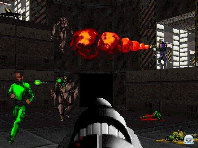 <b>Marathon (Mac OS, 1994)</b> <br><br> Die Vorgeschichte der Serie beginnt auf einer Apple-Plattform: Die Aliens im Macintosh-Shooter Marathon sahen den intergalaktischen Halo-Biestern bereits erstaunlich ähnlich. Besonders hübsch wirken sie heutzutage zwar nicht mehr, aber alteingesessene Apple-Fans schwören nach wie vor auf das Spiel und seine Nachfolger. Später kamen übrigens auch Umsetzungen für PC, XBL und iOS. 2288652