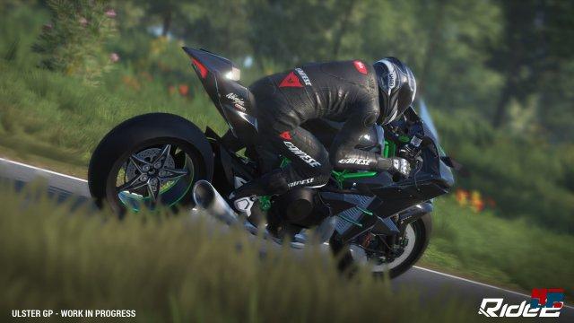 Die Bikes und Fahrer sehen richtig gut aus. Die restliche Kulisse wirkt grafisch und technisch einmal mehr veraltet.