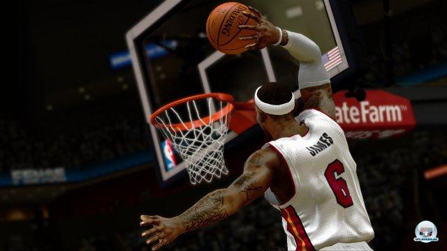 Wie gut ist LeBron James wirklich? Könnte es der King mit His Airness aufnehmen? Findet es heraus und lasst die Chicago Bulls der Saison 95/96 gegen die Miami Heat antreten.