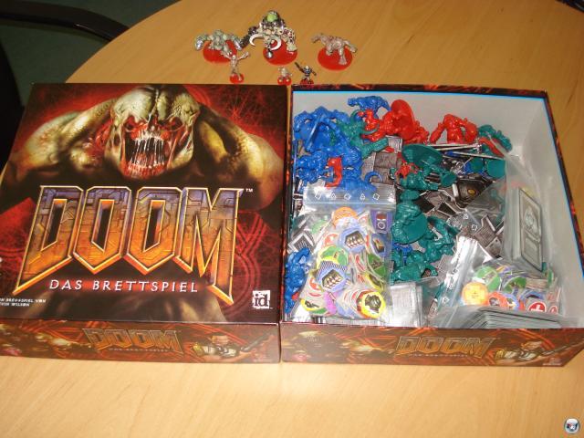 Doom ist ein taktisches Kampfspiel für zwei bis vier Spieler ab zwölf Jahren. Die deutsche Version erschien schon 2005 beim Heidelberger Spielverlag und ist für knapp 50 Euro erhältlich.