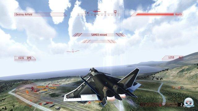 Die Flugzeuge werden im Laufe der kurzen Kampagne freigespielt, die Bewaffnung wird automatisch festgelegt.
