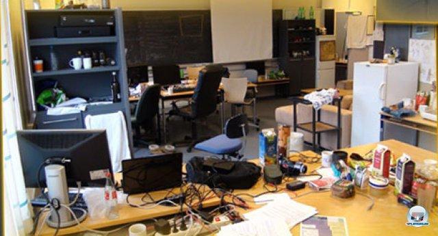 Im Blog der Entwickler wird die ungewöhnliche Firmengründung dokumentiert. Nachdem sie aus dem leerstehenden Klassenzimmer flogen, mieteten sie sich ein Haus auf dem Land und zogen danach in Kopenhagener Büros.