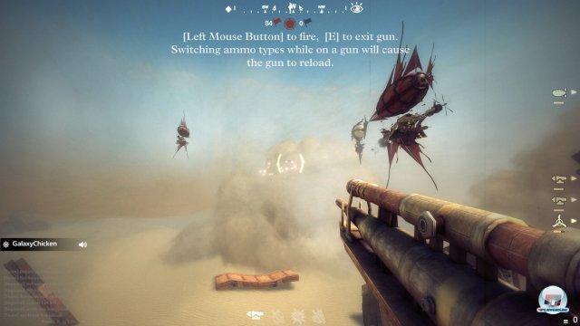 Diverse Kanonen, drei gegnerische Teams, ein Ziel: Die Schweine vom Himmel holen! Dafür muss das Team gut zusammenarbeiten.