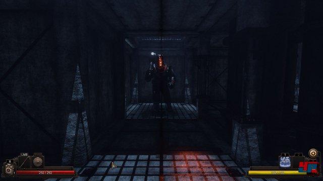 In den düsteren Korridoren der verwaisten Hochsee-Forschungsstation lauern viele Gefahren.