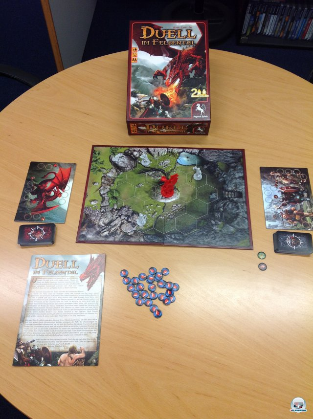 """""""Duell im Felsental"""" ist komplett auf Deutsch bei Pegasus Spiele für knapp 20 Euro erschienen. Es ist für zwei Spieler ausgelegt."""